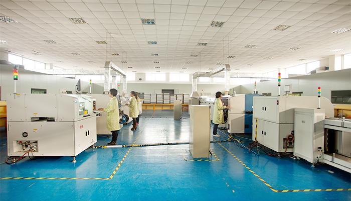 15000平方米的超净车间,两条全自动SMT生产线为您生产高品质的电源